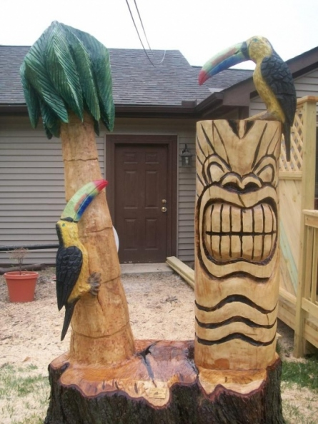 tiki-parrot-and-palm-tree.jpg